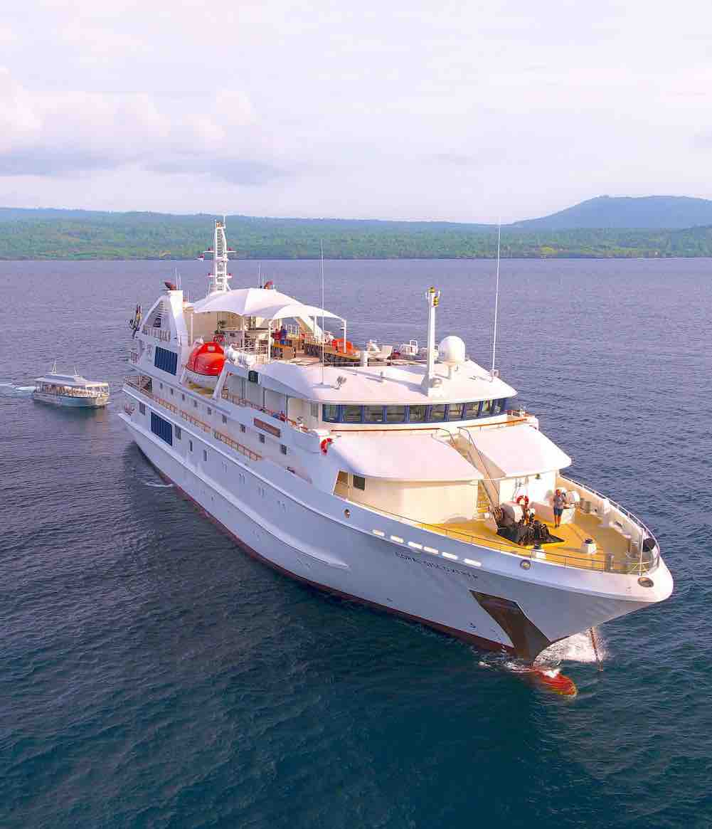 Coral Discoverer cruising the Kimberley